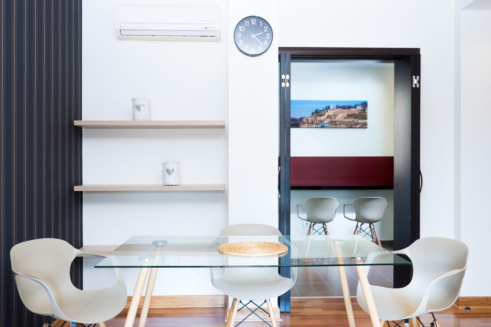 beograd-apartmani-trpezarijski-sto